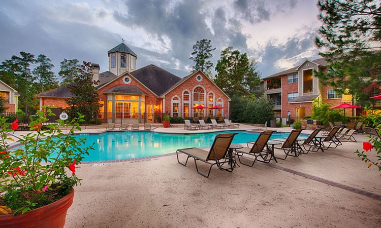 Swimming pool at Marquis at Kingwood