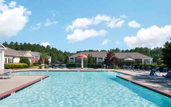 Swimming Pool at Magnolia Creste Apartments in Dallas, GA