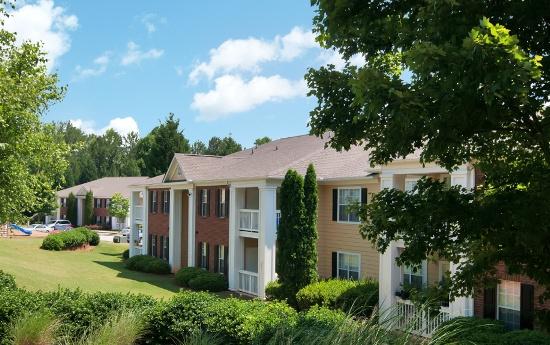 Beautiful Yards at Magnolia Creste Apartments in Dallas, GA