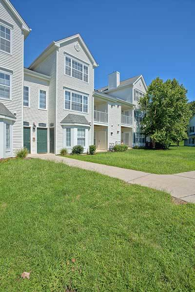 There are many things nearby to Eagle Rock Apartments at Freehold