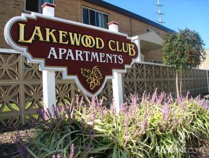 Signage at Lakewood Club Apartments