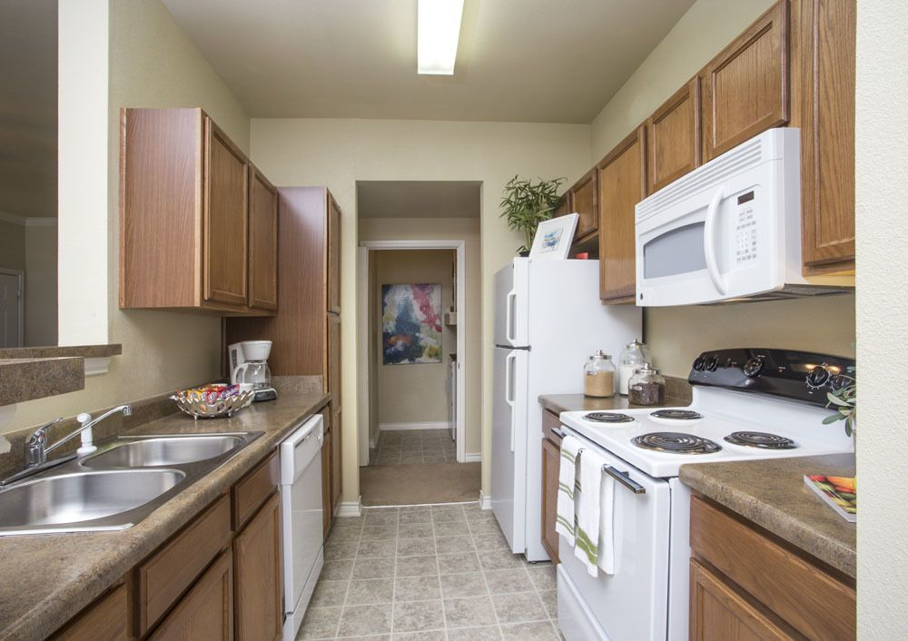 Country Club Pointe Apartments Kitchen
