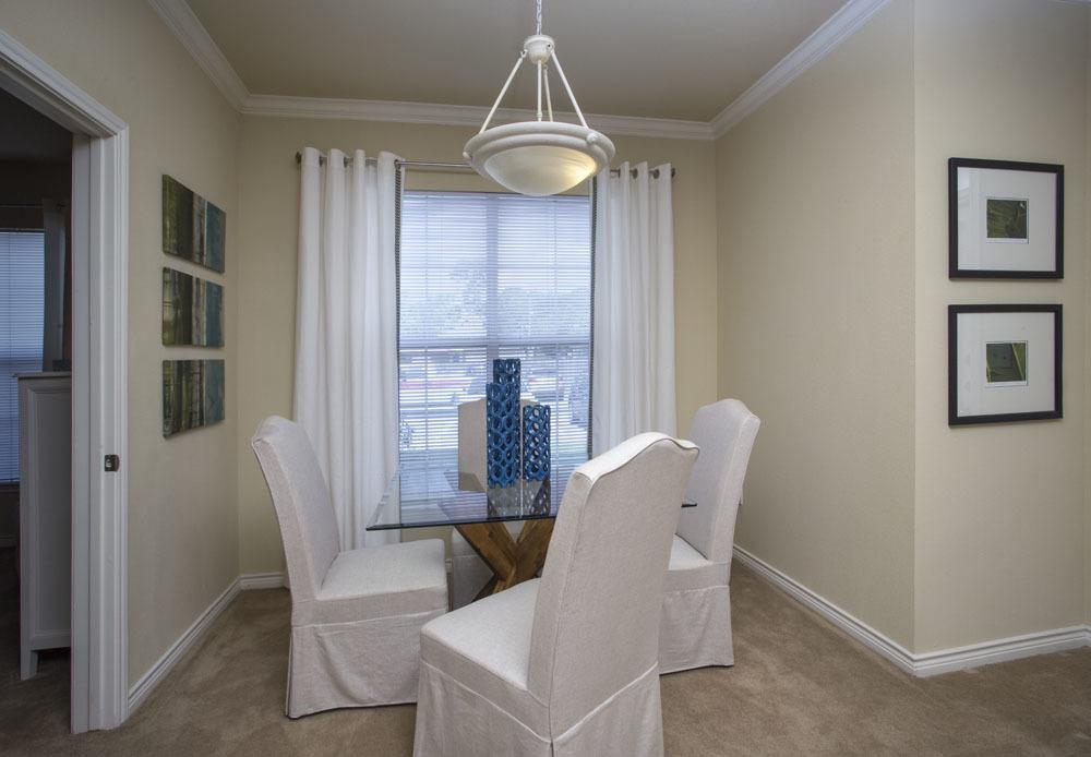 Apartment Dining Room off Kitchen Country Club Pointe