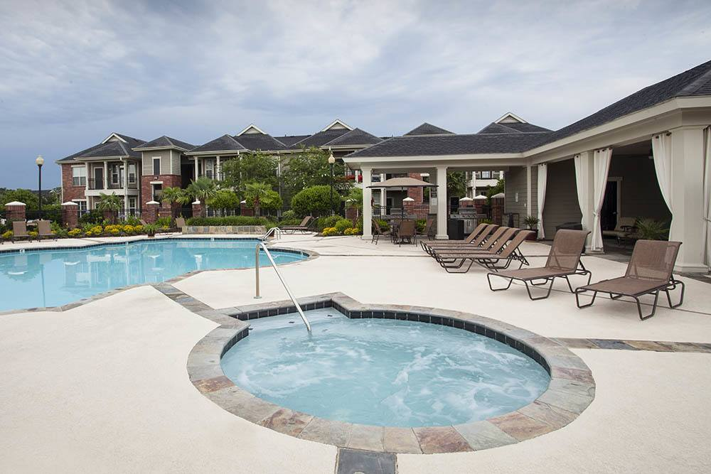 Relaxing Hot Tub At Country Club Pointe Apartment Homes