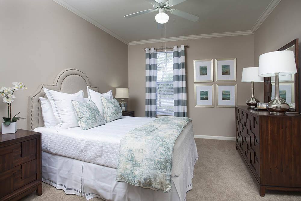 Large Master Bedrooms At Fountain Lake