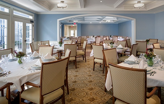 Maplewood at Strawberry Hill in East Norwalk, CT, has a lavish and expansive dining room for residents and their guests - as well as exquisite private dining areas!