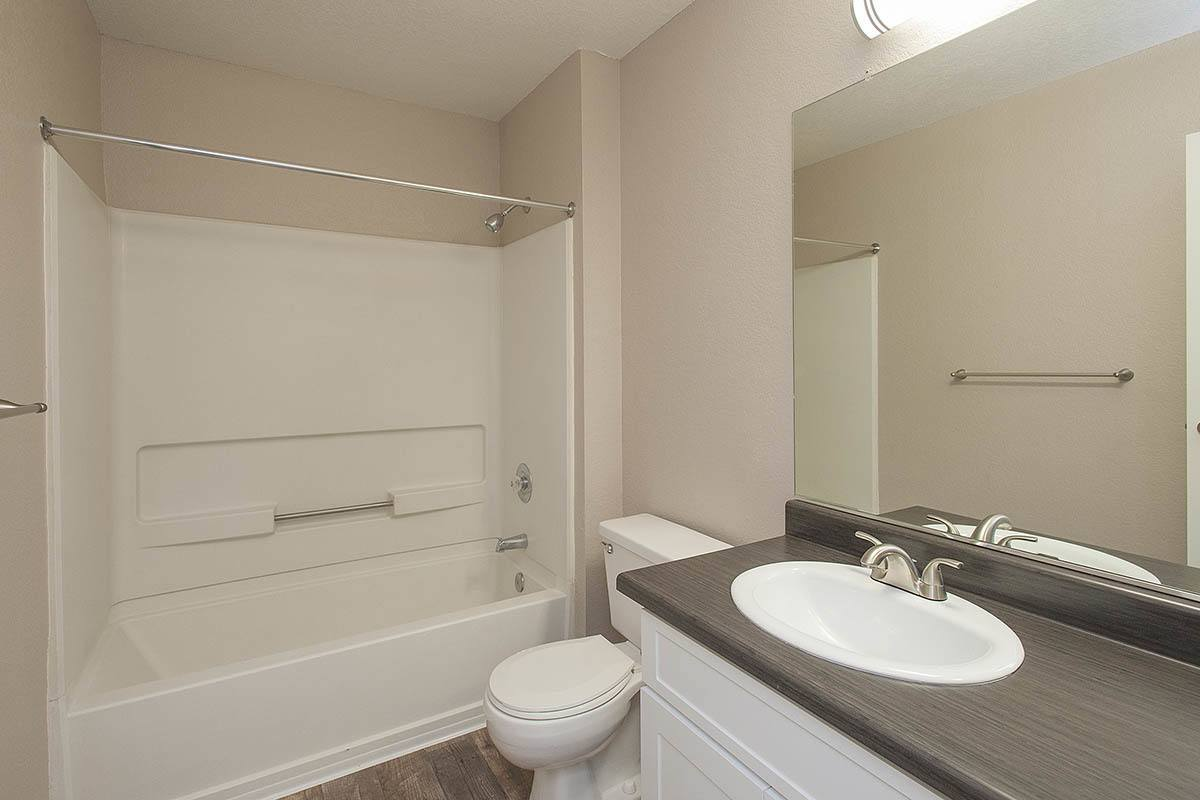 1 2 bedroom apartments for rent in vacaville ca for Village bathroom photos