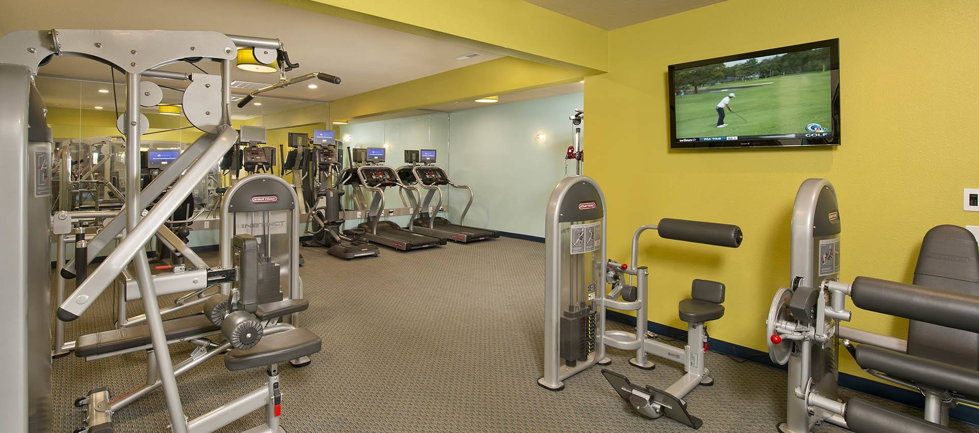 24-Hour Fitness Center at Slate Ridge at Fisher's Landing Apartment Homes in Vancouver