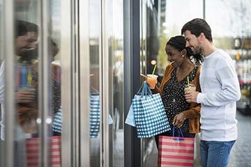 Couple shopping in Toledo