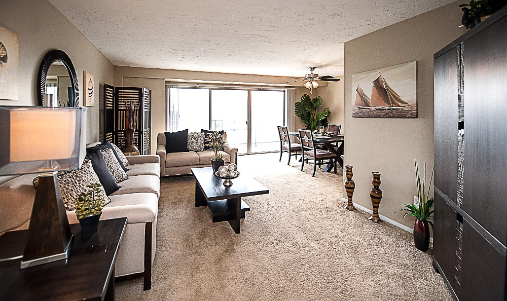 Living room at North Pointe Apartments in Euclid, OH