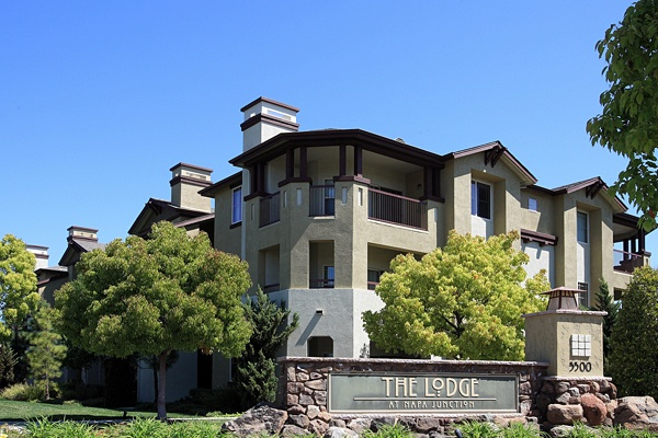 Welcome to The Lodge at Napa Junction
