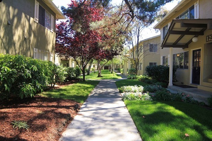 Garden-style Sunnyvale apartments at Birchwood