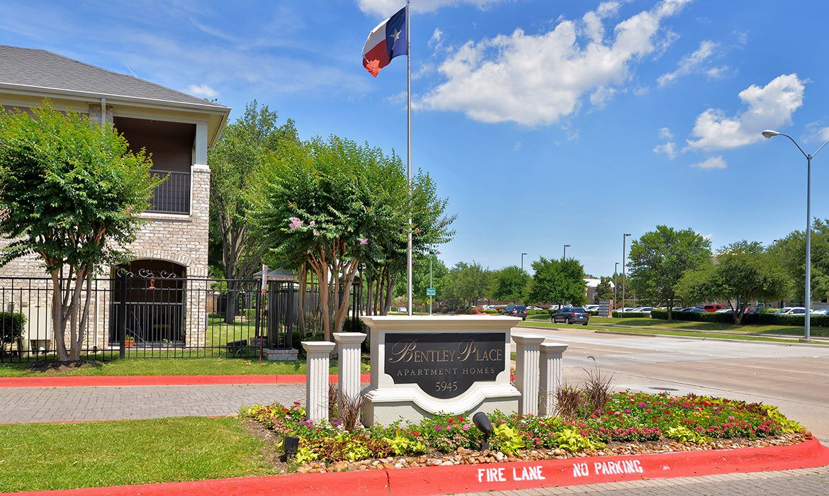 Come home to Bentley Place at Willow Bend luxury apartments in Plano.