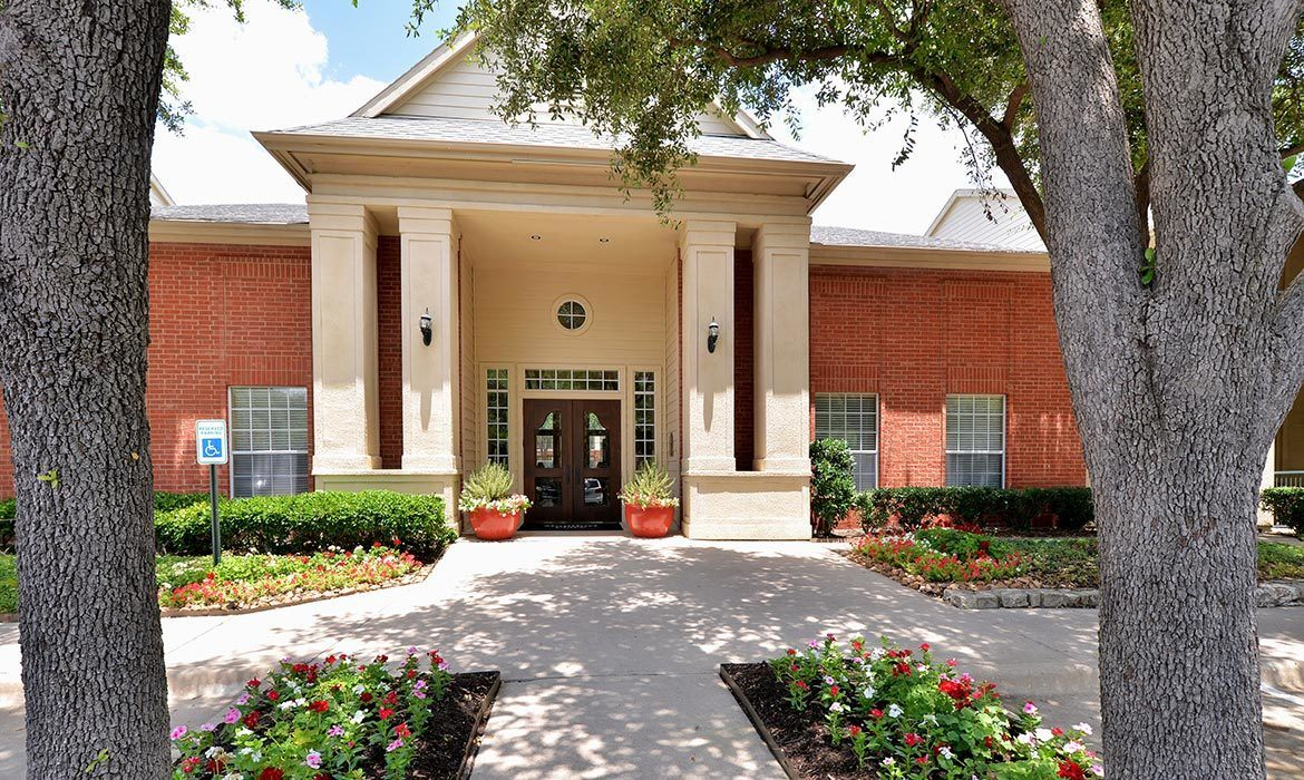 Come home to Montfort Place luxury apartments in Dallas.