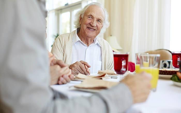 Fine dining at Orangevale memory care