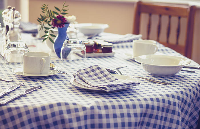 Family Style Dining at Cascade Valley Senior Living