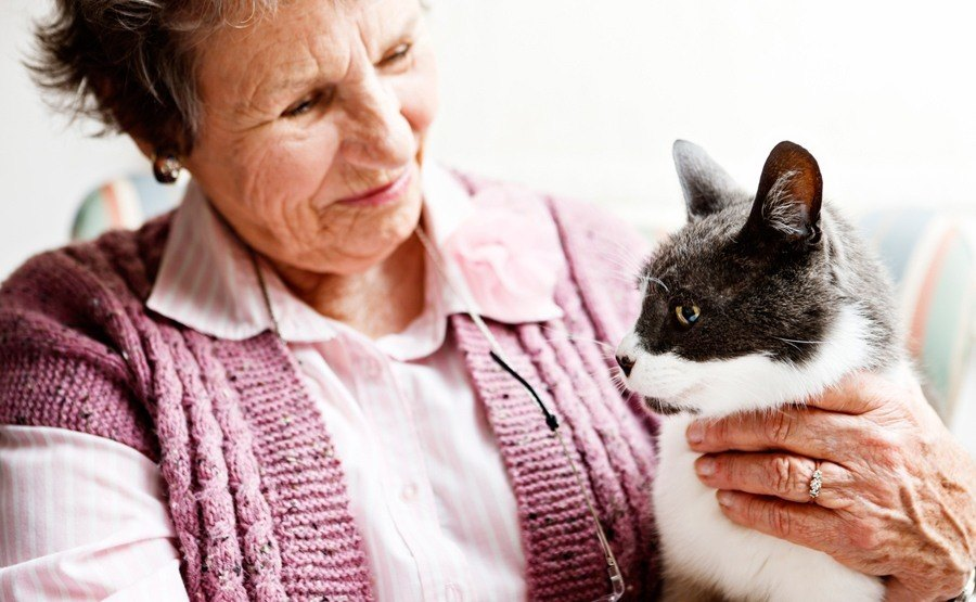 Resident with cat at Lakewood Memory Care in Lakewood