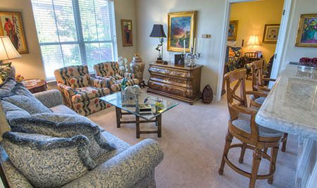 Living area at Mansion at Waterford Assisted Living