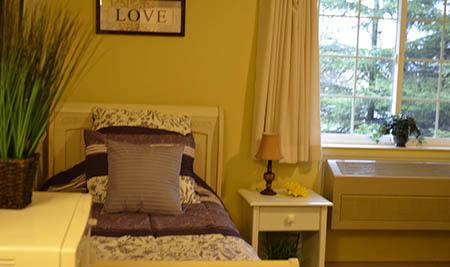 Bedroom with outdoor view at Cascade Valley Senior Living in Arlington