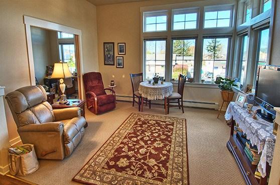 ... Apartment Living Room At Chandleru0027s Square Retirement Community ...