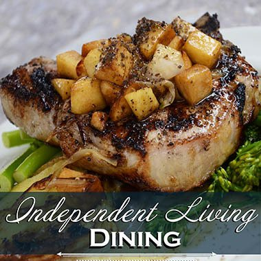 Dining at Heatherwood Senior Living