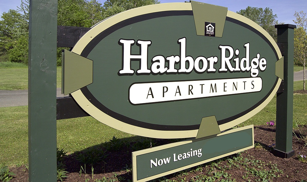 Welcome sign at Harbor Ridge