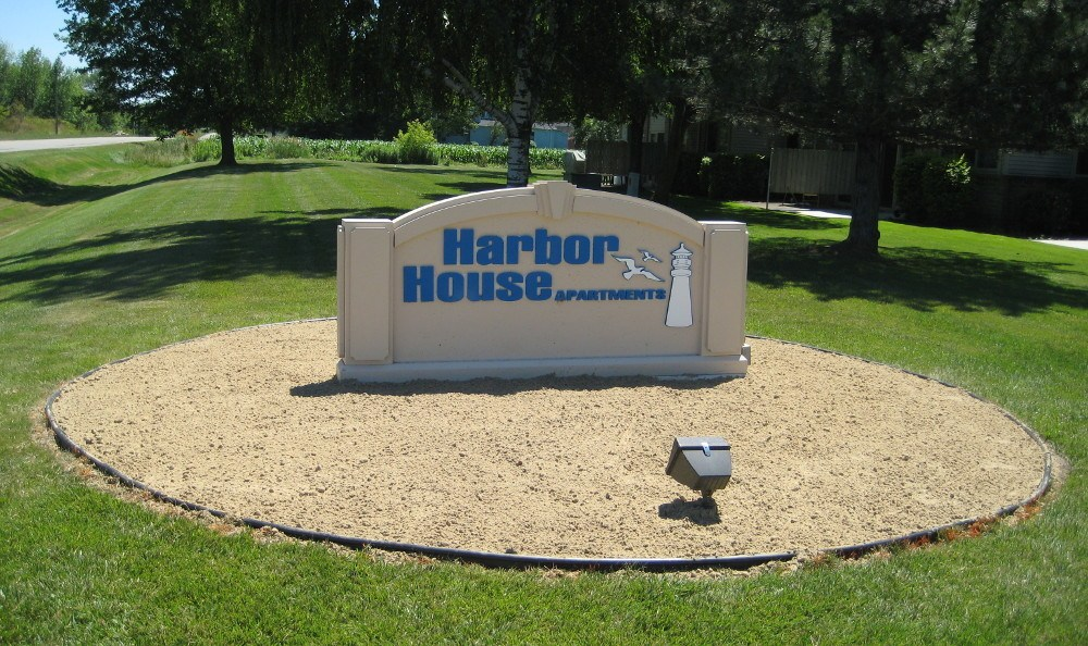 Welcome sign At Harbor House
