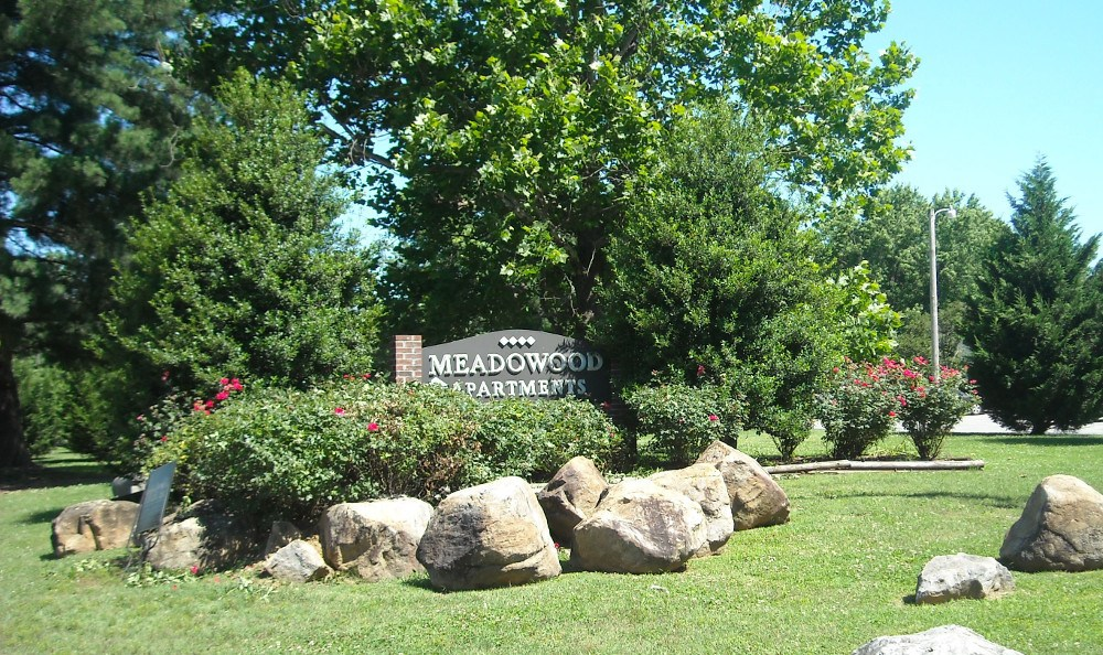 The entrance sign for Meadowood in Alcoa, TN