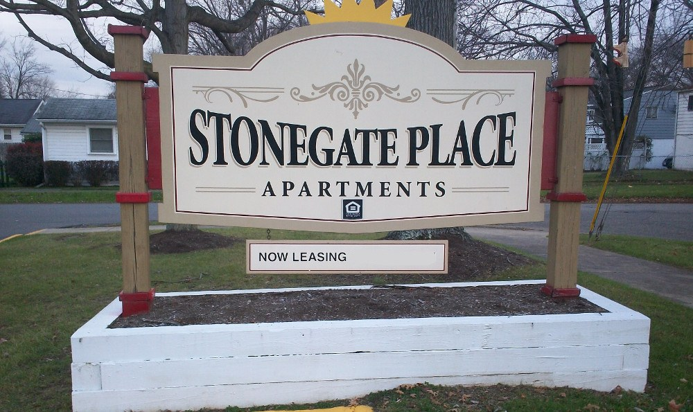 The sign at Stonegate Place in Warren, OH
