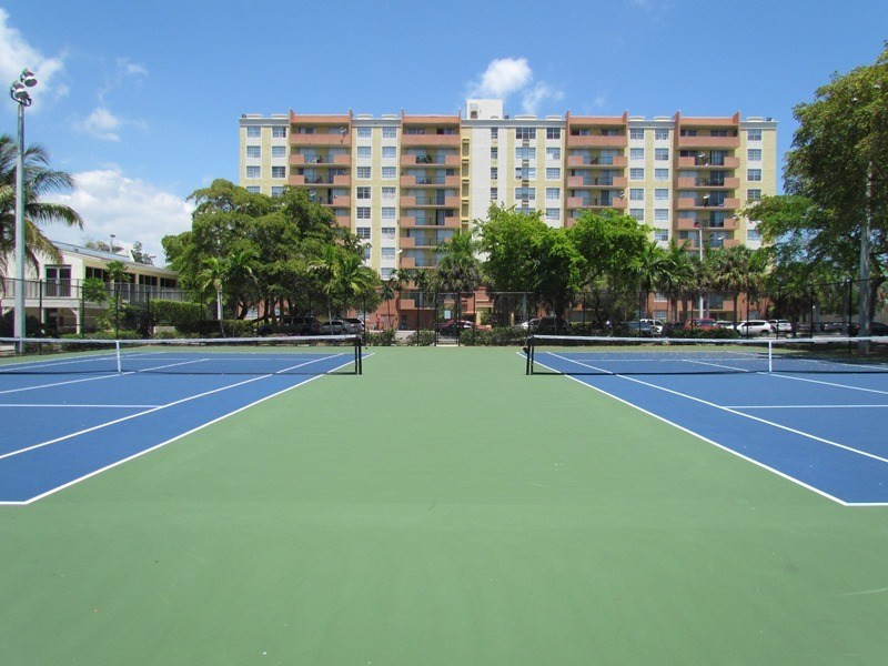 Tennis court at Portofino at Biscayne in North Miami
