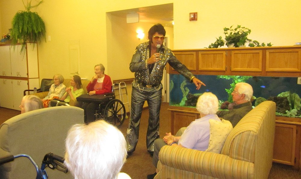 Live entertainment at Chateau Gardens Memory Care