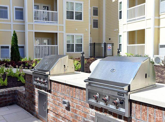 Outdoor BBQ at Level at 401