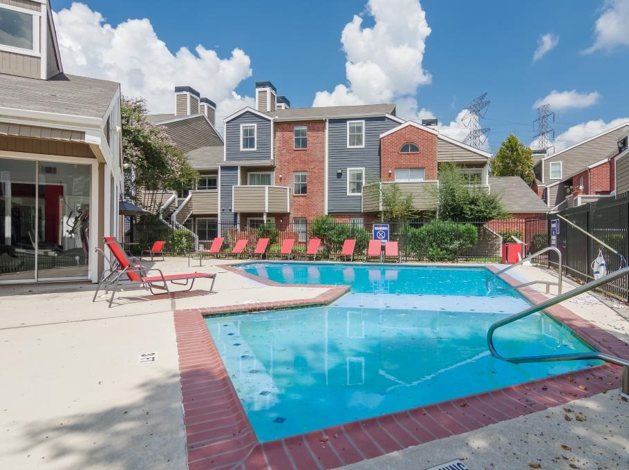 Aurora Place offers an impressive list of features and amenities in Houston