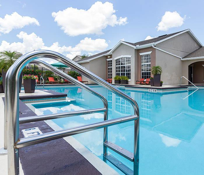 Highpoint Club Apartments offers an impressive list of features and amenities in Orlando including a bbq pit