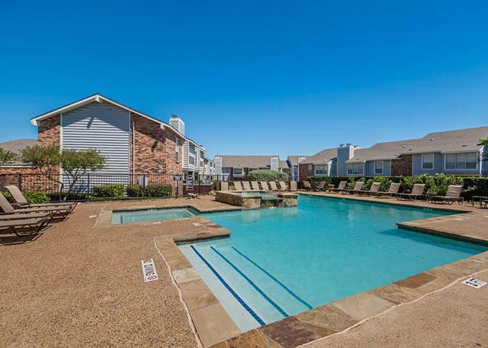 Landmark at Brentwood Trace offers an impressive list of features and amenities in Garland