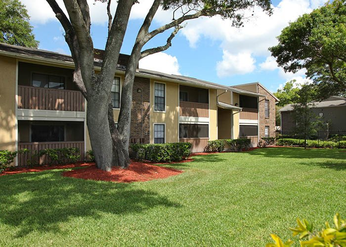 Legend Oaks Apartments offers an impressive list of features and amenities in Tampa