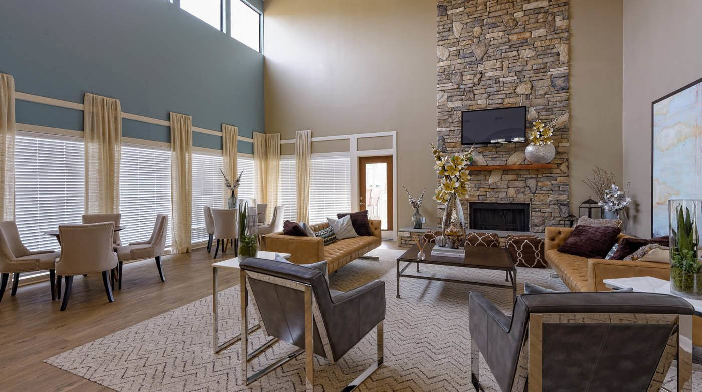 Clubhouse Living Area With Tv at Madison Southpark in Charlotte