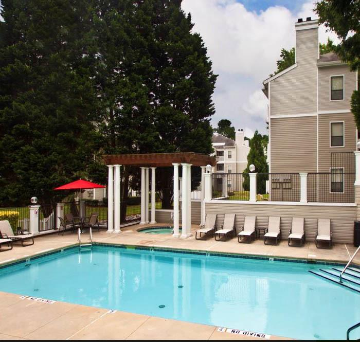 Elan at Mallard Creek offers an impressive list of features and amenities in Charlotte