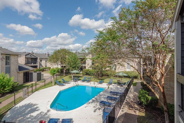 The Landings at Steeplechase offers an impressive list of features and amenities in Houston