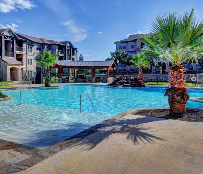 Verandas at Shavano offers an impressive list of features and amenities in San Antonio