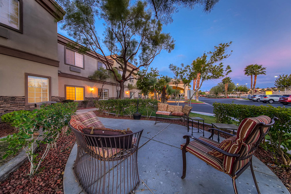Beautiful view of Merrill Gardens at Siena Hills's courtyard in Henderson, NV