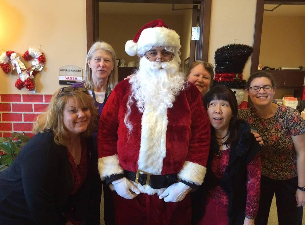 Santa Clause visits Merrill Gardens at Kirkland