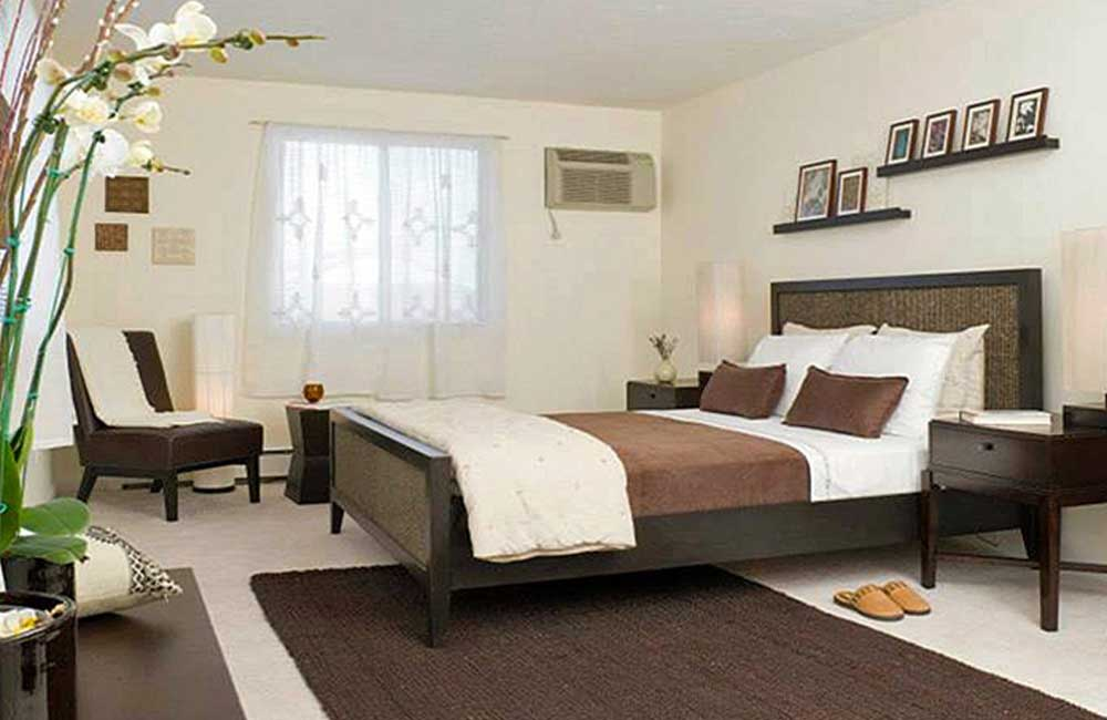 Master bedroom at Rosemont Square Apartments