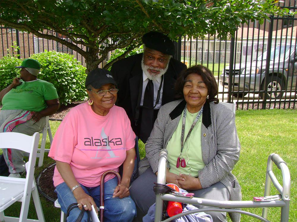 Outdoor activities for seniors at Victory Centre of Roseland in Chicago