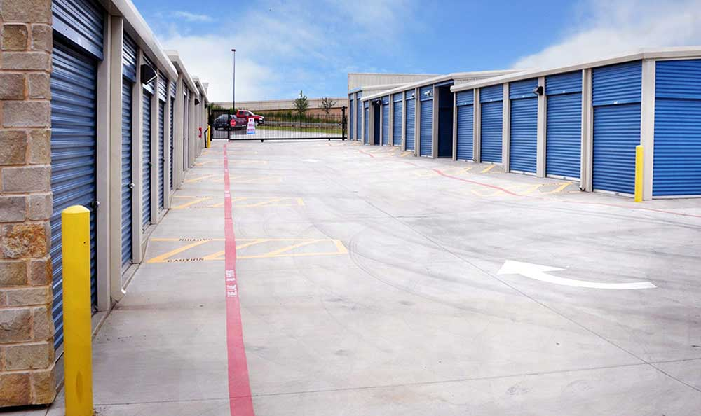 Marvelous Outside Drive Up Units At Advantage Storage   Irving / Las Colinas In Irving,  ...