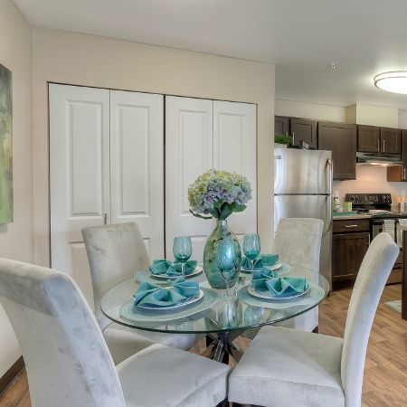 Dining area at Pebble Cove Apartments in Renton
