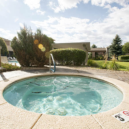 Refreshing spa pool at Hawthorne Hill Apartments in Northglenn