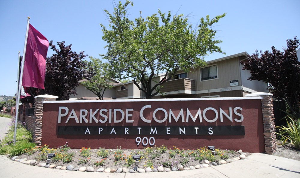 Sign for Parkside Commons Apartments
