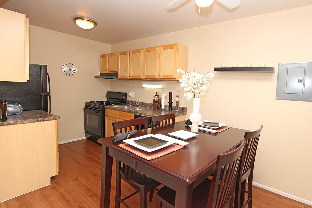 dining room at Riverstone Apartments in Bolingbrook