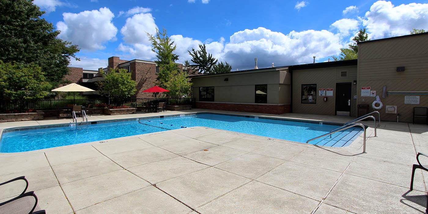 Wonderful pool at Fieldpointe of Schaumburg